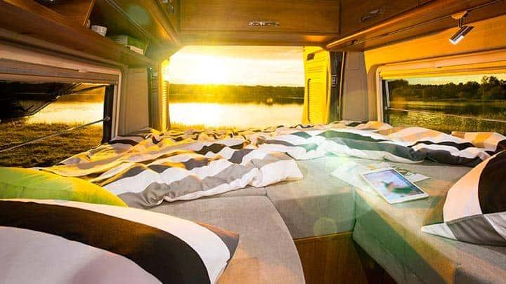 wohnmobil mieten kaufen zubeh r csl reisemobile. Black Bedroom Furniture Sets. Home Design Ideas